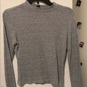 Grey sweater shirt crop
